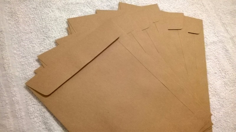 envelope com fita adesiva